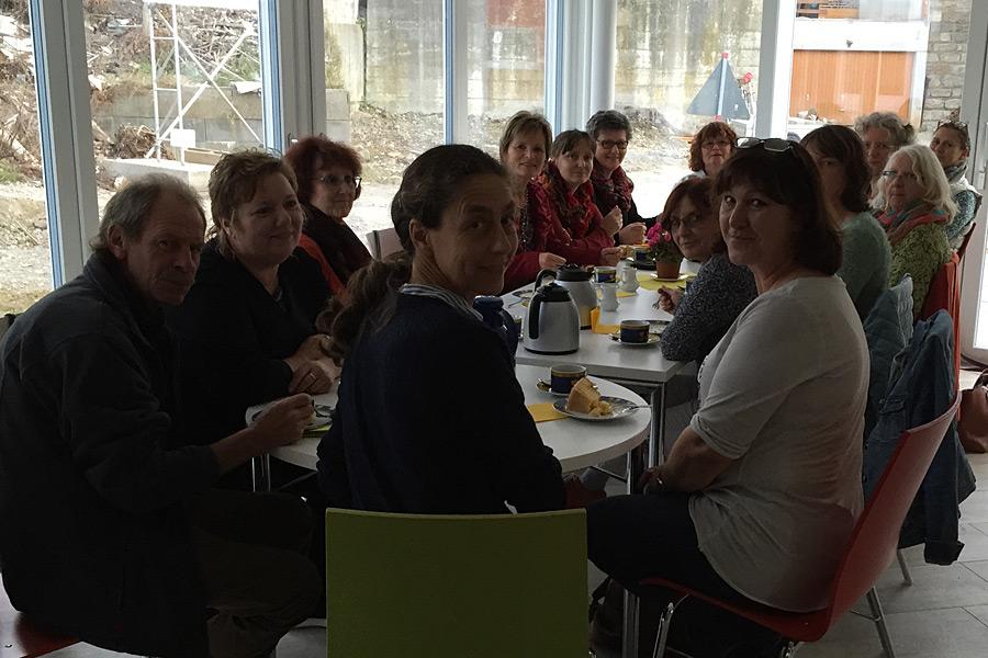 Alltagsbegleiterinnen besuchen Pflegewohngruppe in Kiebingen