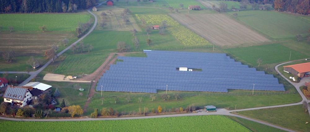 Blick auf den Solarpark aus der Vogelperspektive
